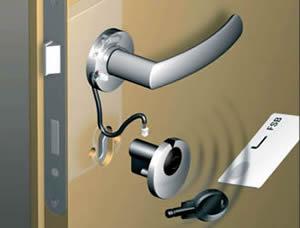 Montagebeispiel des Schließsystems, bedienbar mit Karte oder Schlüssel